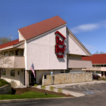 Red Roof Inn Willoughby exterior